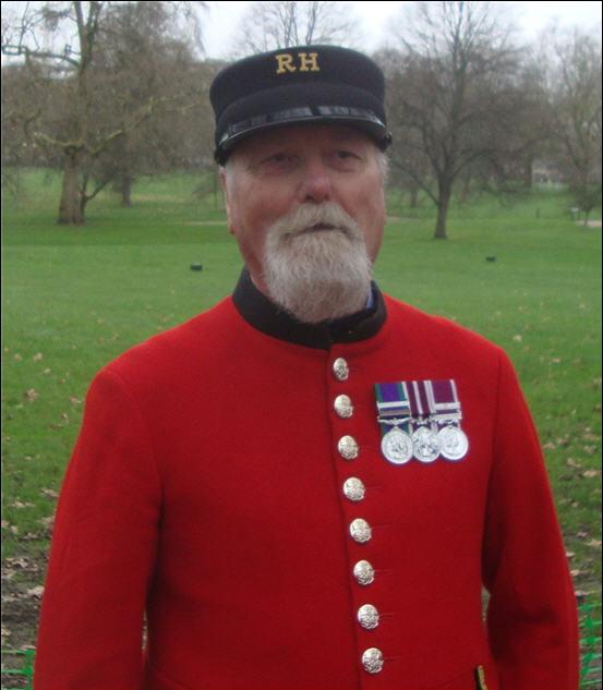 Resplendant in his RH scaret uniform, our very own Mick Kippin
