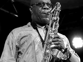 Hommage à Manu Dibango, le saxophoniste au souffle d'or