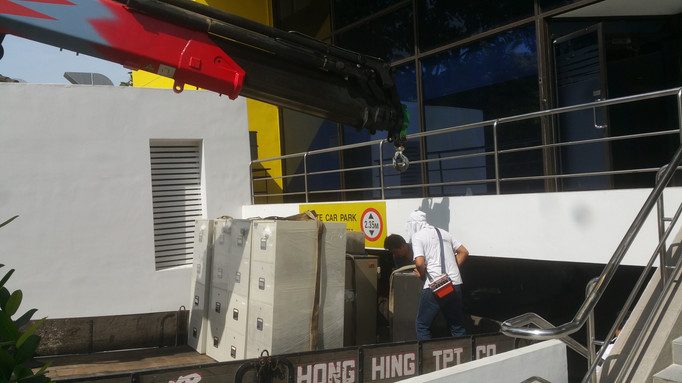 Crane in Operation of 20 Safes