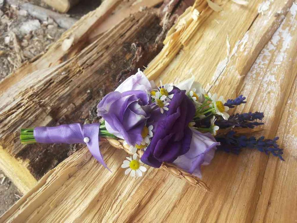 Svatební květinová korsáž do klopy ženicha