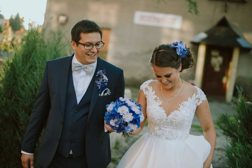 svatební kytice hortenzie, klopa pro ženicha
