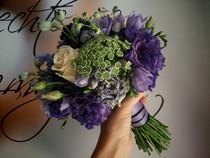 Martina a Petr, svatba do fialova, Eustoma, Frézie, Kopr, Ostrožka, Růže, hotel Všetice