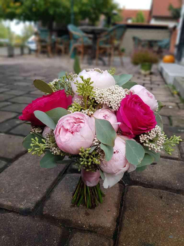 Svatbní kytice anglická Růže dvou barev, Eucalyptus