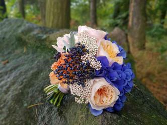 Svatba anglická Růže, Břečťan, Eryngium, Senecio, Eucalyptus, Hortenzie, Karafiát
