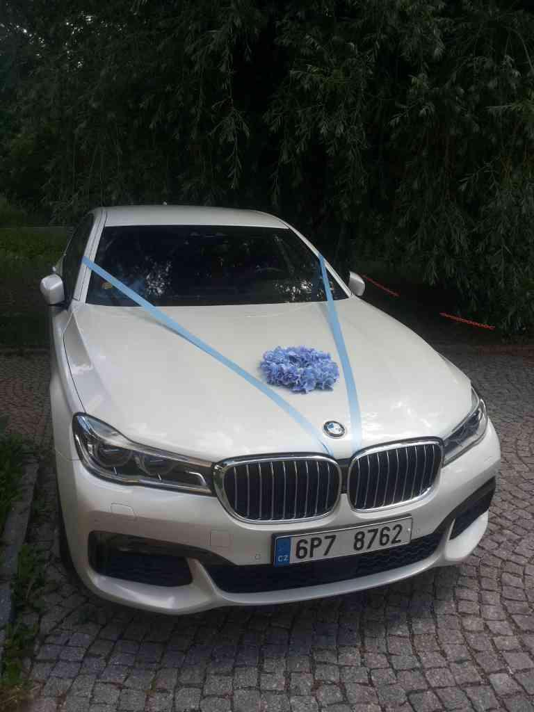Svatební květinové korso na auto