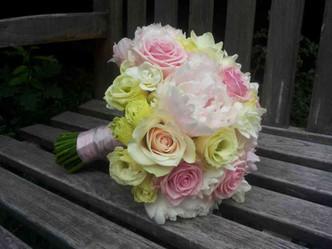 Svatba do světlých tónů, Pivoňka, Růže, Eustoma, Frézie