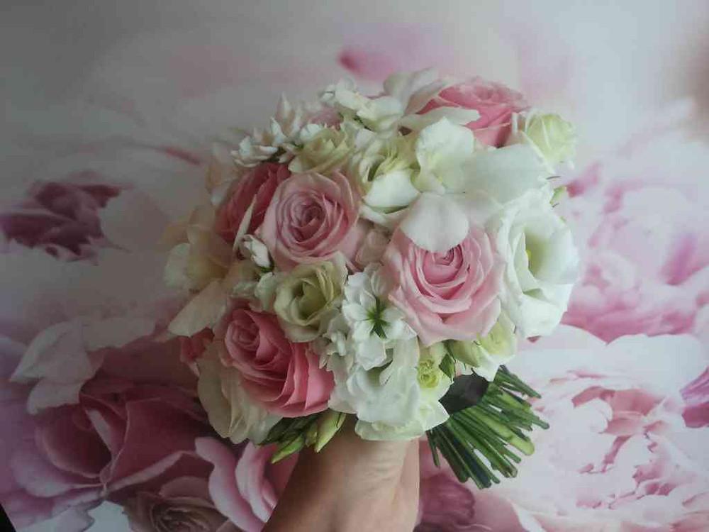 Svatební kytice Růže, Eustoma, Matthiola, Dendrobium