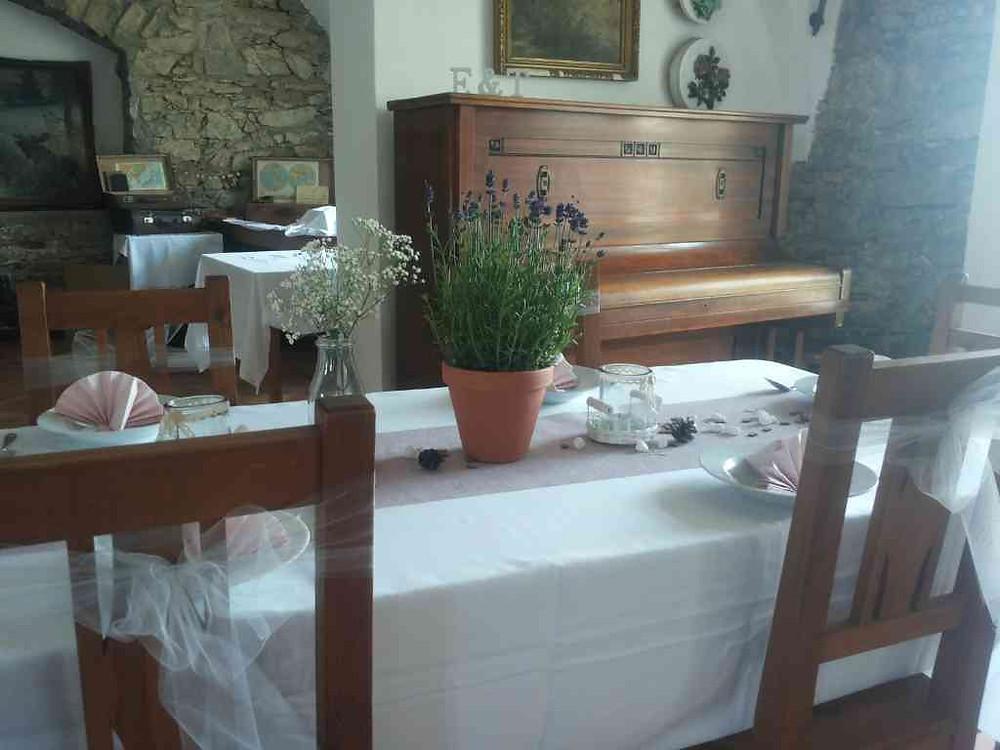Svatební výzdoba Levandule v květináči, řezaná Gypsophilla, organza