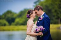 Lenka a Telmo, svatba do odstínů fialové,  Růže, Eustoma, Frézie, hotel Všetice