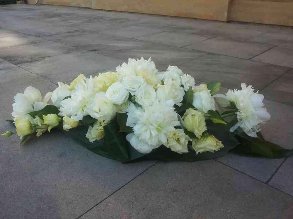 Svatební výzdoba, vypichované květinové aranžmá