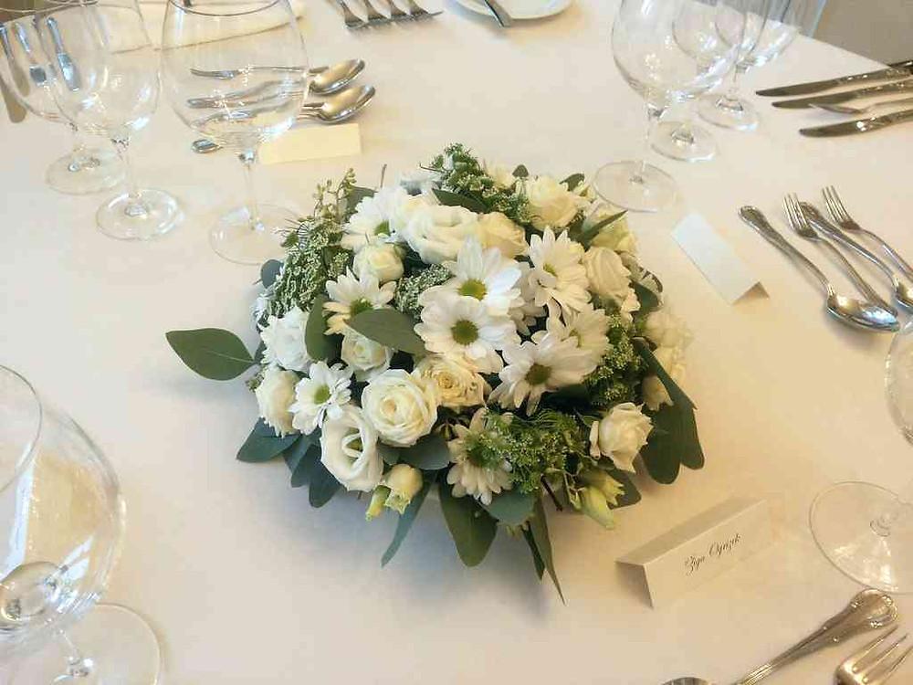 Svatební květinová výzdoba, Chryzanthema, Ammi, Eustoma, Eucalyptus