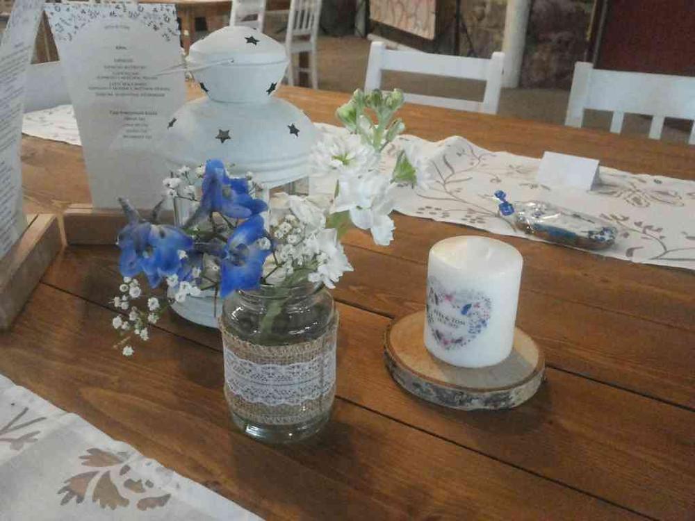 Svatební květinová výzdoba na stoly