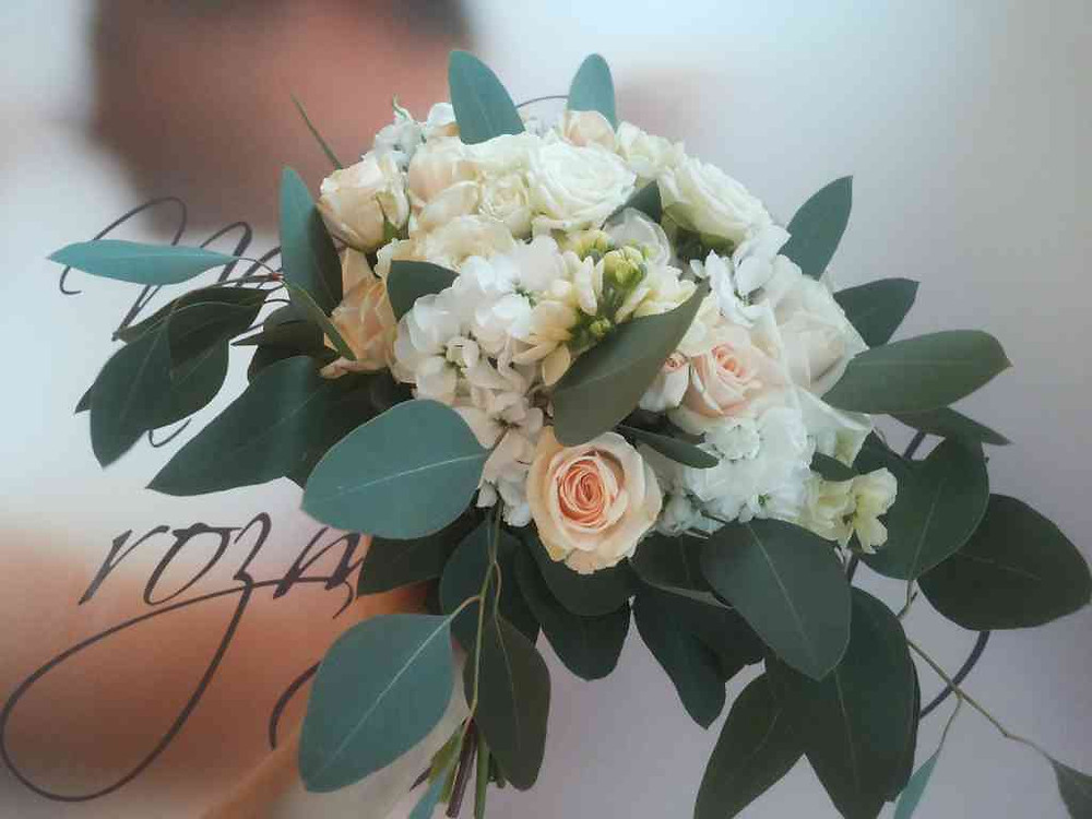 Svatební kytice Růže, Matthiolla, Eucalyptus