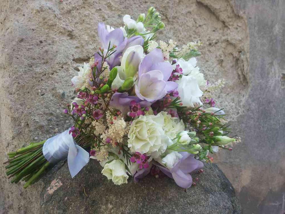 Svatební kytice Eustoma, Matthiola, Aslitbe, Frézie