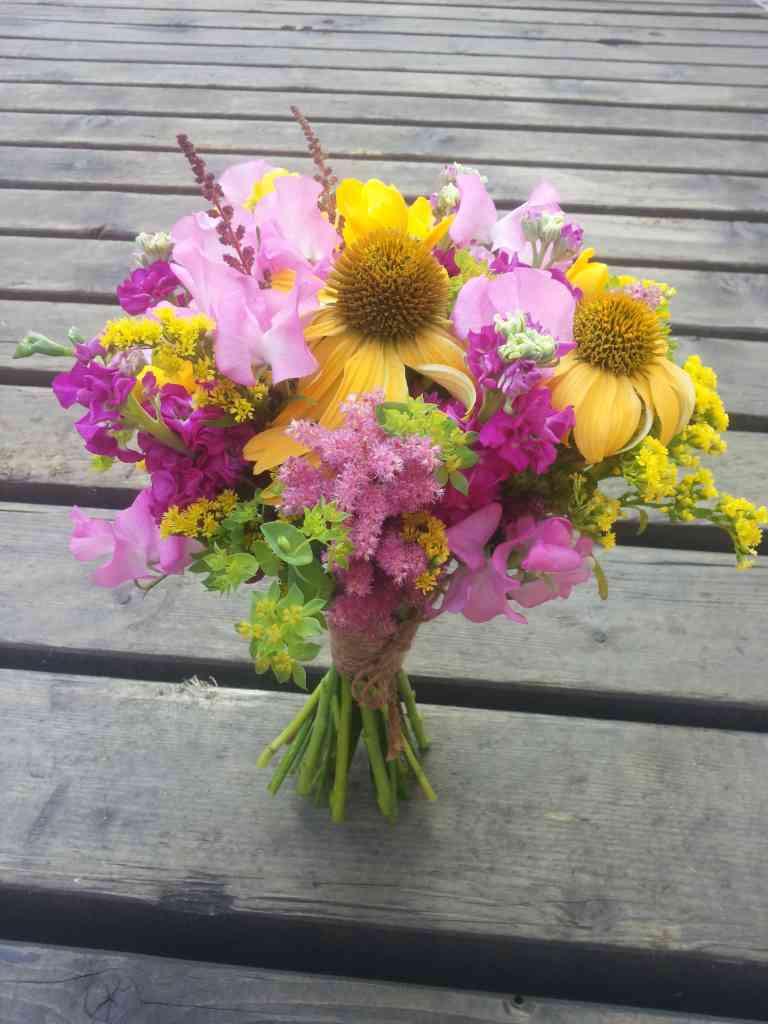 Svatební kytice jako letní květinová zahrada