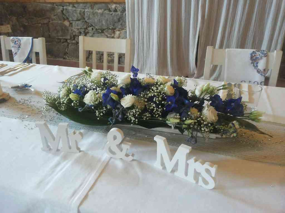 Svatební květinová výzdoba, květinové aranžmá před novomanžele