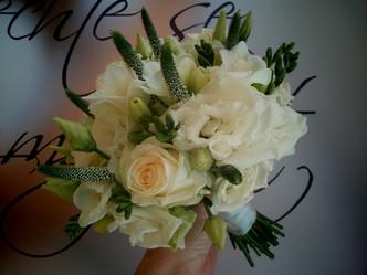 Svatba do bíla, Veronika, Růže, Eustoma, Frézie
