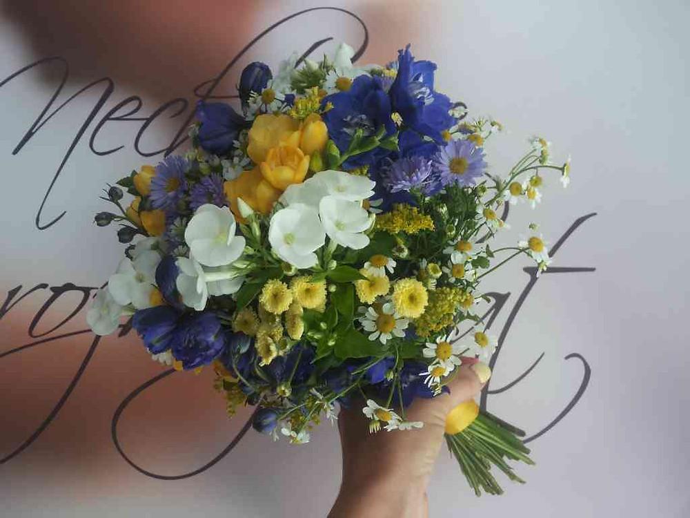 Svatební kytice Ostrožka, Phlox, Heřmánek, Solidágo,  Frézie, Astra