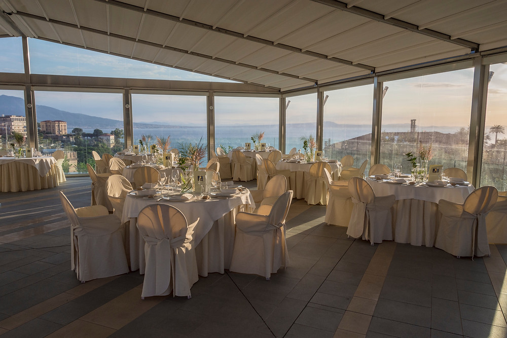 Total white table set up at the Hotel Moon Valley in Vico Equense