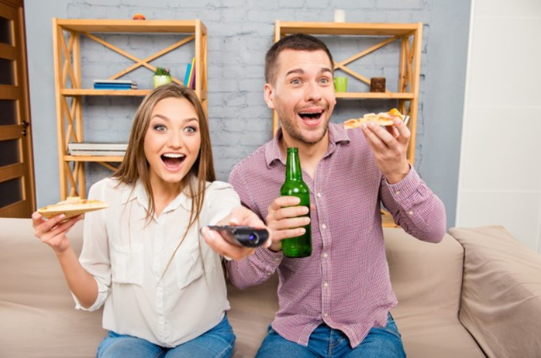 Fans of the movie world? Whether you're a film enthusiast or a fan of pure entertainment, planning a movie marathon will always be a moment of catharsis and therefore an excellent palliative to survive the post-honeymoon.