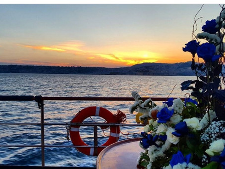 Boat wedding in the Gulf of Naples, for an exclusive luxury event.