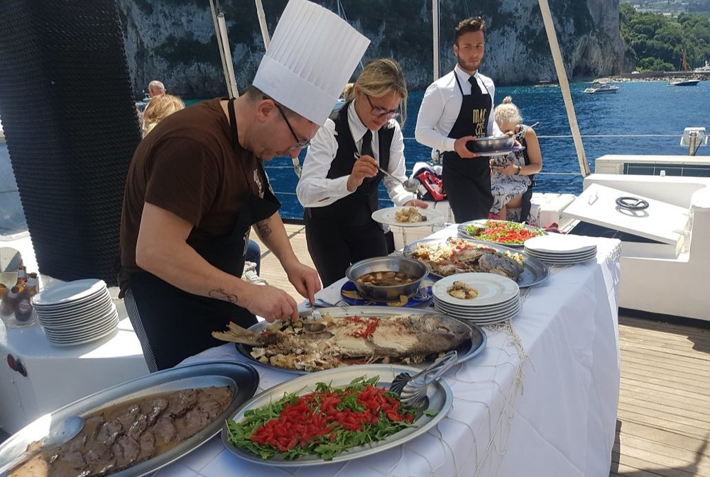The buffet can be served in front of one of the splendid islands of the Gulf of Naples: Capri, Ischia, Procida a dream at your fingertips