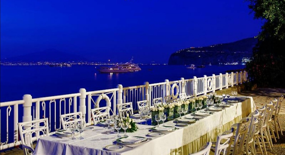 Restaurant La Marine, located near the hotel's private beach, it is the perfect place for intimate and exclusive ceremonies
