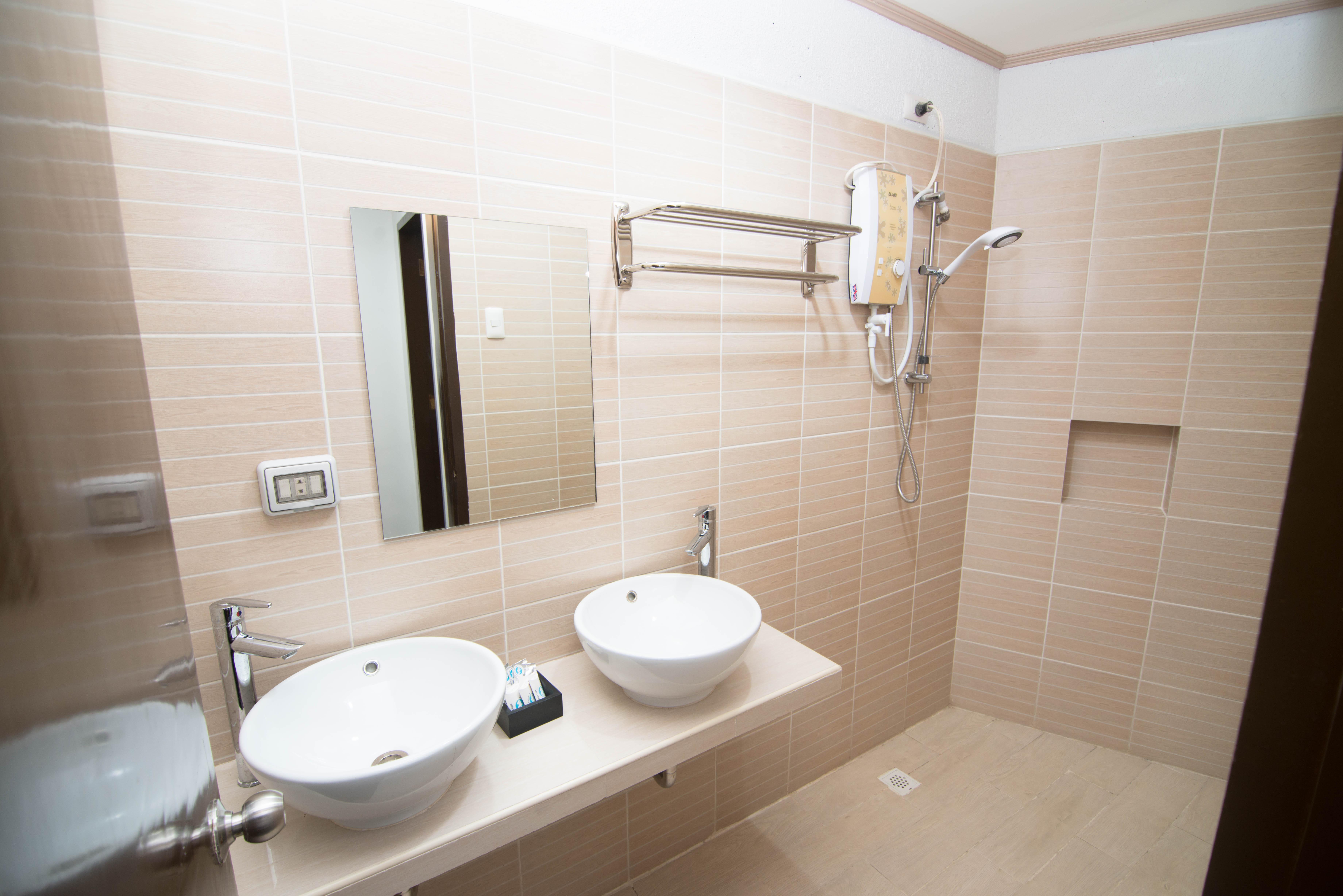 Superior Room (Shower room)