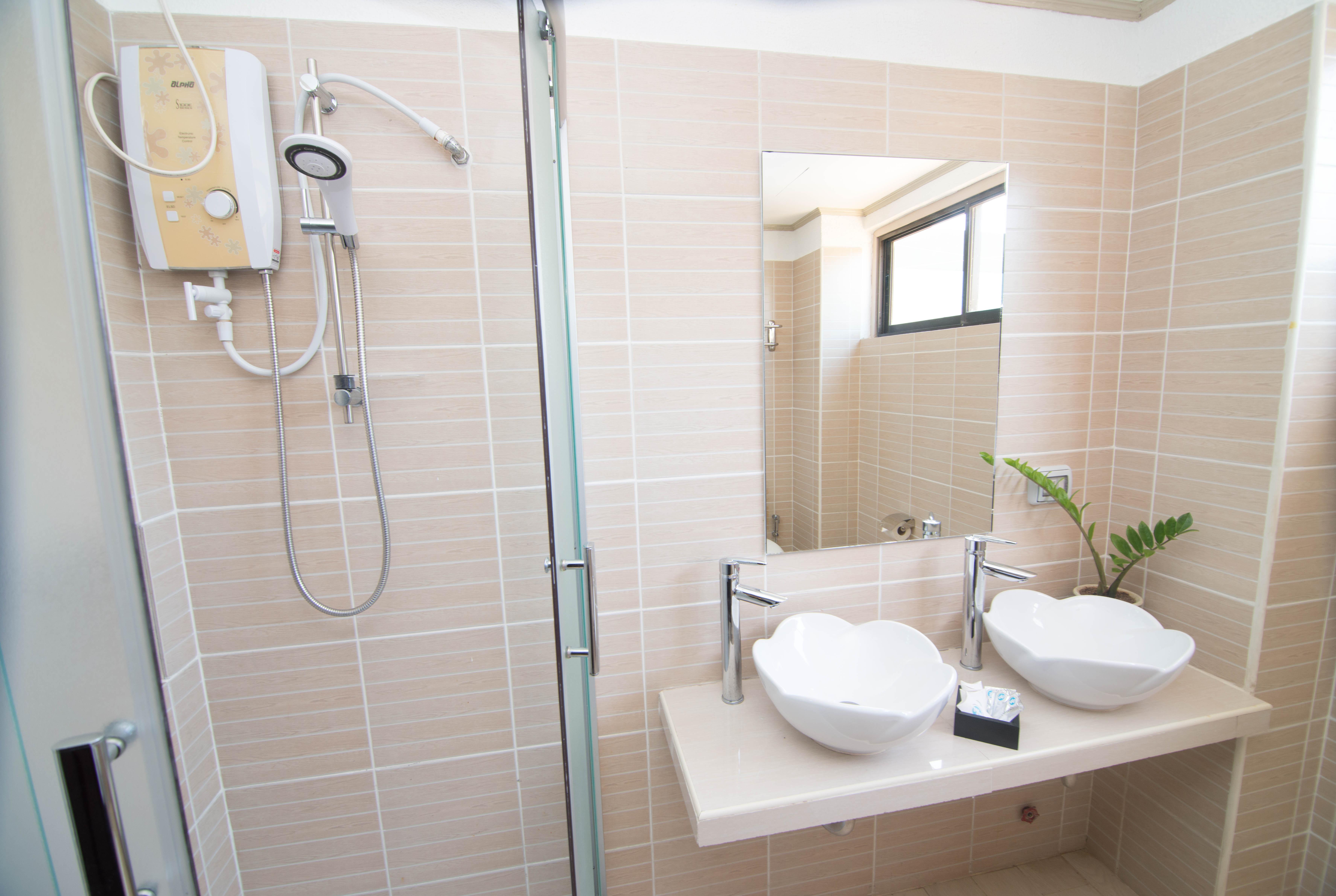 Deluxe Room (Shower)