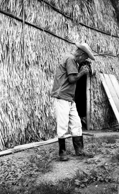 Alfrejo Rojas, o tabaqueiro (Viñales, Cu