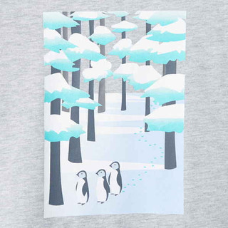 Pinguin in the snow