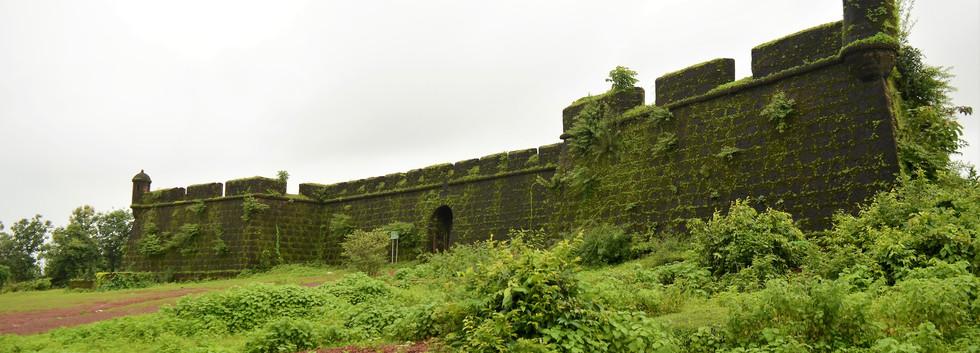 Khorjuvem Fort
