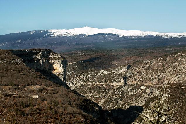 Gorges_de_la_Nesque_et_Mont_Ventoux.JPG