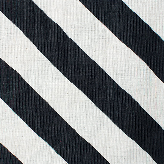 G13 Thick Diagonal Stripes in Black