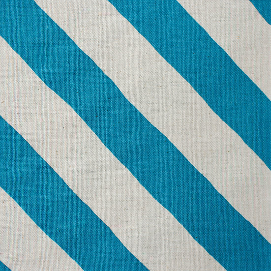 G14 Thick Diagonal Stripes in Blue
