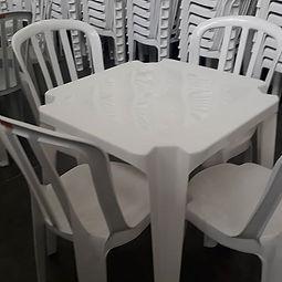 Aluguel 01 Mesa + 04 Cadeiras Linha Prim
