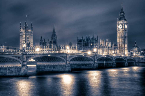 Night time at the Houses of Parliament