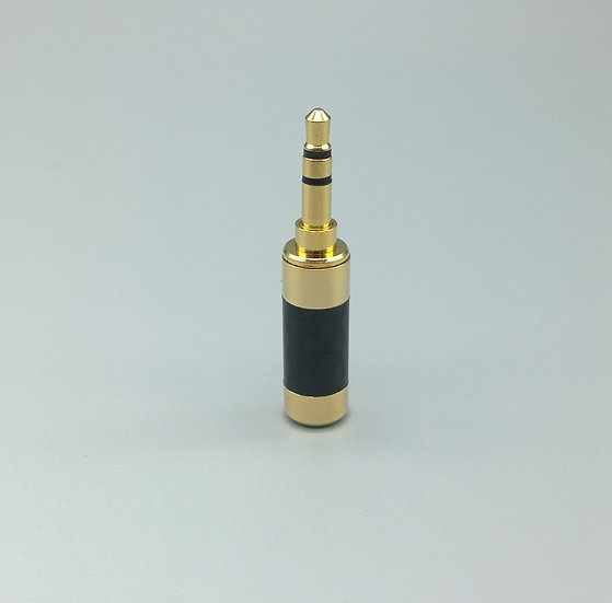 3.5mm stereo jack black and gold carbon fibre
