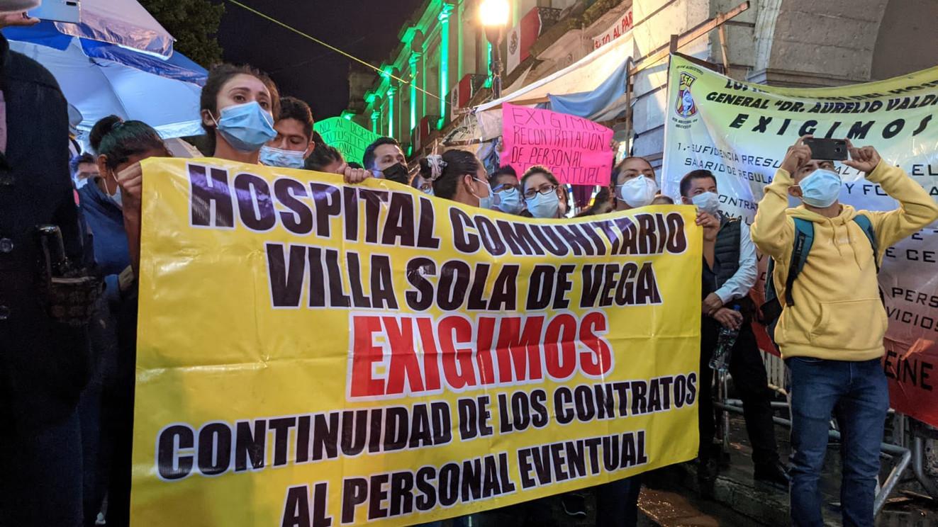 Antes héroes, ahora despedidos: La crisis en el sistema de salud de Oaxaca