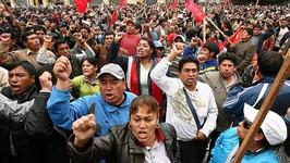 Respaldamos la lucha del combativo magisterio del Perú