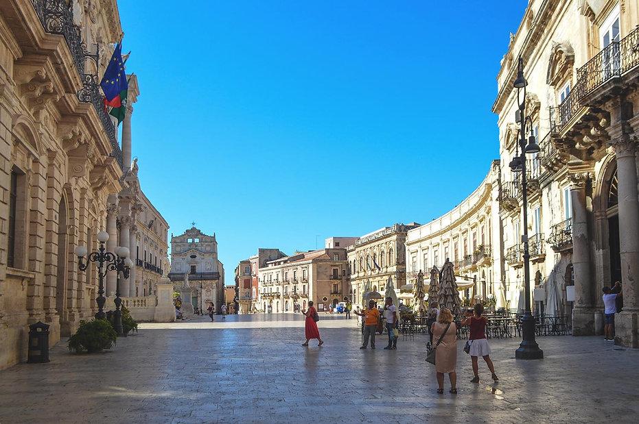 锡拉库扎(Syracusa),大教堂广场以及莫妮卡·贝鲁奇(Monica Bellucci)在电影中走过的地方