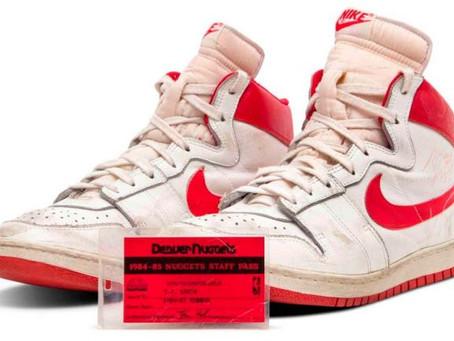 ¿Tienes un guardadito? Subastan tenis de MJ en 1.5 millones de dólares