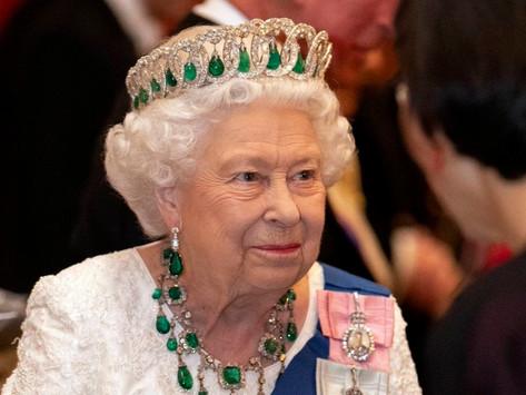 Hospitalizan a la Reina Isabel II