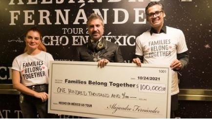 Alejandro Fernández dona 100,000 dls a migrantes
