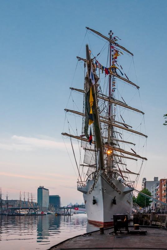 Amsterdam tall ship.jpg