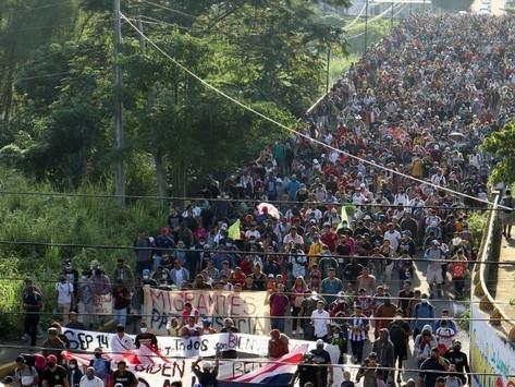 Avanza mega caravana migrante hacia Estados Unidos