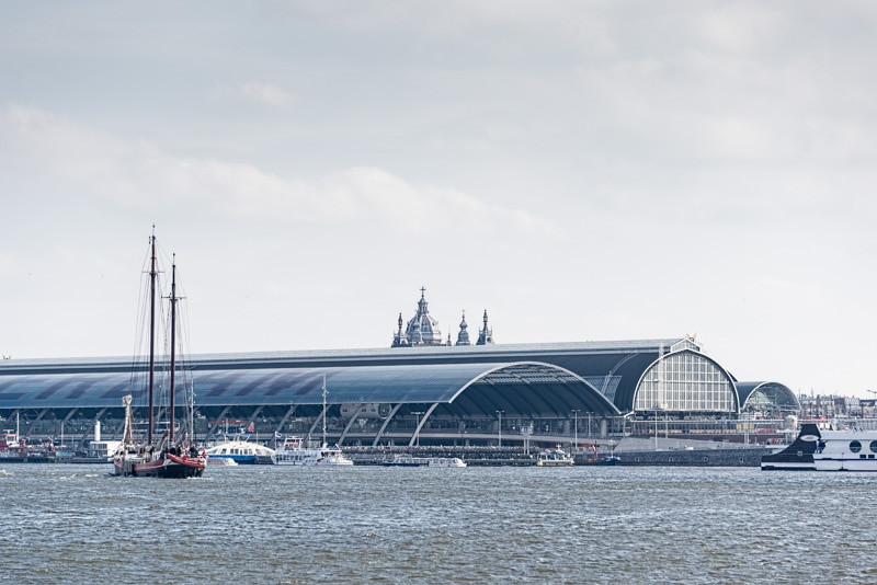 Amsterdam central station.jpg