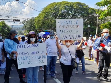 Miles de salvadoreños salen a protestar, otra vez, contra Bukele y su gobierno