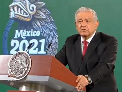 """AMLO ahora acusa a la UNAM de """"hamburguesarse"""""""