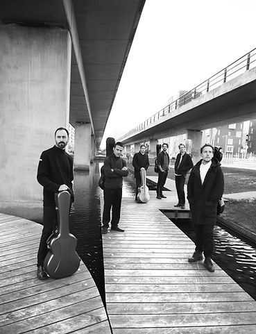 CRAS guitar ensemble - Moderne klassisk musik. 6 guitarister fotoshoot Ørestaden. Søren Eriksen, Santiago Gutierrez Bolio, Henrik Bay Hansen, Jacob Nørrelund, Mathias Klarlund, Mikkel Egelund. Fotograf Trine Pihl Stanley